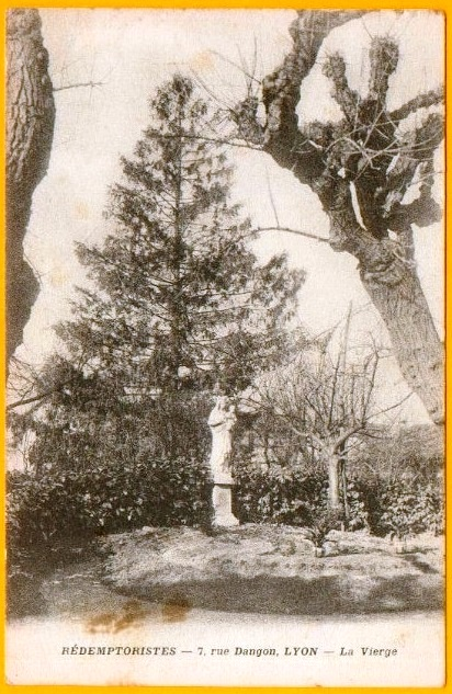 "Lyon (Francia) - Rédemptoristes in rue Dangon, 7 - Il giardino con la ""La Vierge""."
