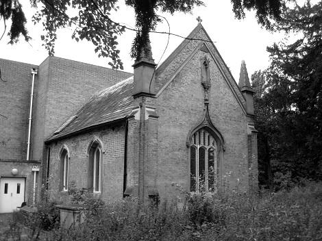 Nessuna immagine del redentorista P. John Charlton, 1878-1963, Regno Unito, della Provincia di Londra. Nacque in Inghilterra, ultimo di 8 figli da inesti genitori non cattolici. Ricevette istruzione e battesimo dal P. Stevens. E poi la vocazione. Diventò sacerdote nel 1901. Fu Provinciale per 12 anni. Ebbe la gioia di accogliere nella chiesa cattolica anche la propria madre, prima che lei morisse. Morì a 85 anni.  (nella foto, esterno della cappella della Twyford Abbey, dove morì P. Charlton).
