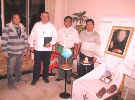 2013 - Resistencia, Argentina – Alcuni Novizi dell'URSAL (Unione dei Redentoristi America Latina). L'impegno di formazione dura tutto un anno con momenti molto intensi. La formazione comprende anche alcune attività di pastorale locale.