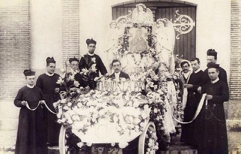 Nava del Rey, Spagna - Una comunità del primo Novecento festeggia la Madonna del Perpetuo Soccorso. - In questa comunità morì nel 1900 il P. Masson.