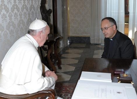 Papa Francesco ha rilasciato una lunga intervista al P. Antonio Spadaro, direttore della Civiltà Cattolica, nella quale ha espresso il suo pensiero affettuoso e pastorale per le persone che sono in dfficoltà con la vita.