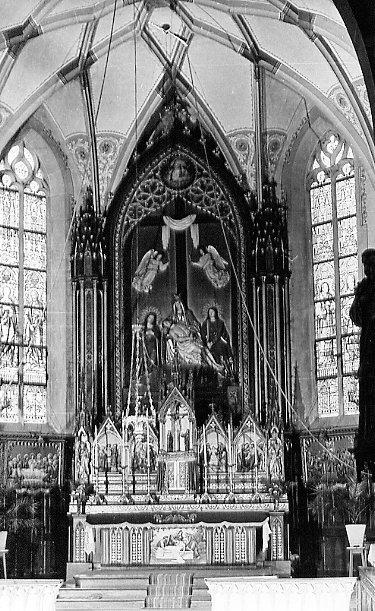 L'altare maggiore della Chiesa di Bischenberg preparato per la festa della Madonna Addolorata. Wui il P. xxxx predicò molte missioni popolari.