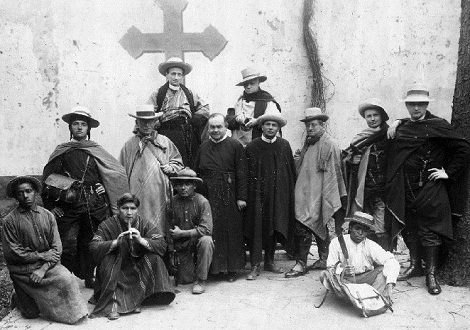 Lima, Perù. - Gruppo di missionari redentoristi del primo Novecento in partenza per le missioni nei villaggi. - In questa comunità morì nel 1911 il P. Séchaud.