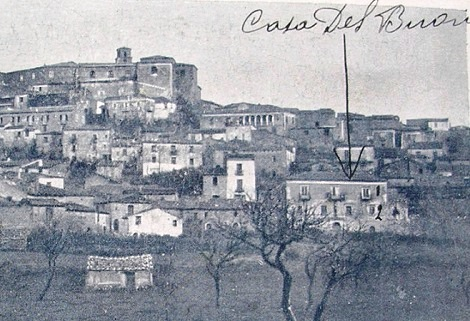 Morra Irpina, oggi Morra de Sanctis. - Casa Del Buono in una antica foto sulle Biografie del P. Salvatore Schiavone.