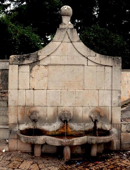 P. Ignazio Fiore era nativo di Riccia (CB). La foto Fontana (da internet) mostra una interessante fontana presso la chiesa della Madonna del Carmelo.