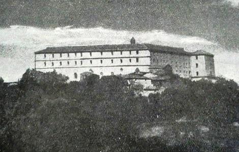L'imponente mole della Casa redentorista di Sant'Angelo a Cupolo (BN) in una antica foto. Qui fu rettore per diversi anni il P. Nicola Tartaglia e vi morì nel 1817.