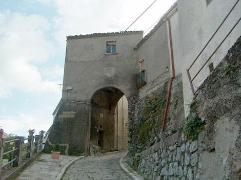 Abriola, patria del P. Pasquale Lacerra, è un piccolo borgo è di origini medioevali, probabilmente fondato dai saraceni che vi hanno costruito una cittadella fortificata. In questa terra costante è stata nel passato la presenza dei Missionari Redentoristi.