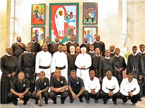 Una recente foto dei Redentoristi dello Zimbabwe durante la Visita del P. Generale Michael Brehl.