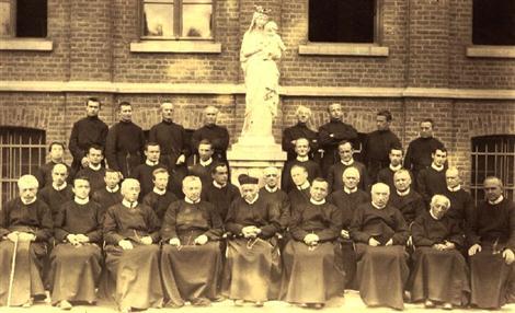 La comunità redentorista di Mouscron (Francia) nel 1908. Fratello Casimir Lebailly, che vi morirà nel 1917, è tra i fratelli, ma non si individua chi sia.