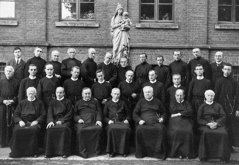 La numerosa comunità di Mouscron nel 1928: in anno prima vi era morto il P. P. Jules Gossart.