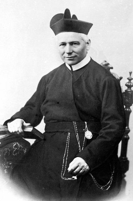 Il P. Mattia Raus, nativo del Lussemburgo, eletto Rettore Maggiore nel X Capitolo Generale (1894) durò in carica fino al 1909, quando il Capitolo accettò le sue dimissioni. Morì a Bertigny nel 1917.