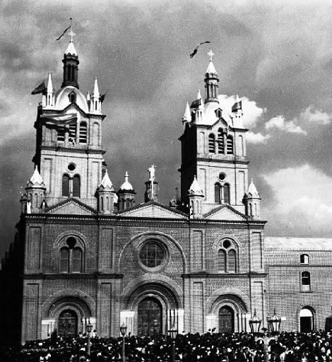 Buga (Colmbia) Antica foto della Basilica del Signore dei Miracoli: qui nel 1907 ha consumato la sua vita il fratello Joseph Casco.