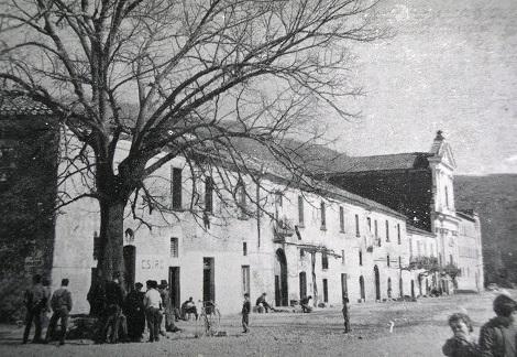 Ciorani (SA). Una antica veduta della facciata della Casa Redentorista, centro di vivace apostolato e meta di esercizi spirituali. Vi fu superiore per diversi anni il P. Michele Miele che vi morì nel 1858.