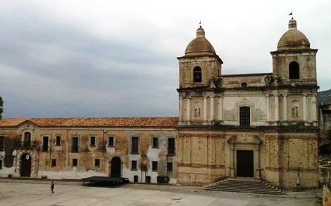 Stilo (RC) – Casa e chiesa redentorista in un'antica foto. – Il P. Angelo Impera, redentorista calabrese, vi trascorse 31 anni della sua vita, morendovi nel 1854.