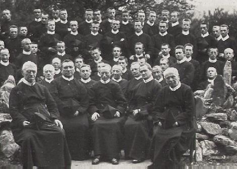 I giovani Studenti redentoristi venivano curati e formati con amore: erano i futuri Missionari. Così fu per lo Studente  Marius Lyonnet, ma la malattia lo portò via nel 1887. - La foto mostra gli Studenti redentoristi di Mautern nel 1913.