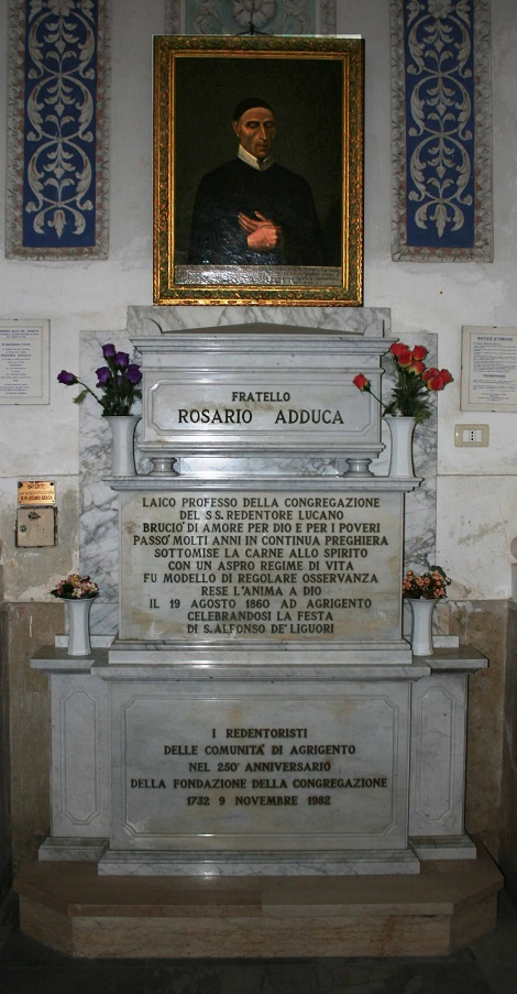 Agrigento – Tomba del Fratello Rosario Adduca nella chiesa dei Liguorini. È ancora in corso il processo per il riconoscimento dell'eroicità delle virtù.