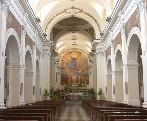 Alife (CE) La cattedrale dedicata all'Assunta. Qui il 16 marzo 1847 il redentorista P. Giuseooe Vaiano, nativo di Roccarainola (NA), lesse l'Elogio Funebre del defunto Vescovo Mons. Carlo dei Marchesi Puoti, che nei giorni precedenti aveva partecipato alle sue prediche dei Ritiri.