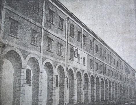 Materdomini (AV) La Casa redentorista in una antica foto: la crocetta segna l'ubicazione della stanza di San Gerardo. Il P. Nicola Mutri, originario della Lucania, vi fu superiore dal 1851 al 1853, quando dovette abbandonare per rinunzia.