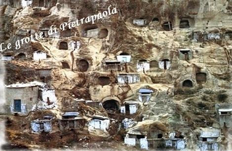 Pietraola (CS) - Le caratteristiche grotte del paese, dove nel luglio 1869 si recò in predicazione il P. Nicola Gloria, morendo all'improvviso a soli 55 anni.