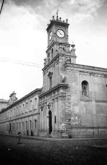"""Riobamba (Ecuador). La Casa redentorista e la chiesa agli inizi del '900 (foto in AGHR). Fratello François per il devoto servizio era chiamato """"l'angelo della chiesa"""": vi morì nel 1900."""