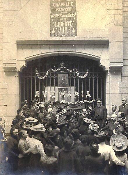 La comunità di Antony (Parigi) nel 1903 protesta per la chiesa chiusa dalle leggi eversive. Circa 10 anni prima, nel 1894, vi era morto il P. Eugenio Garénaux.