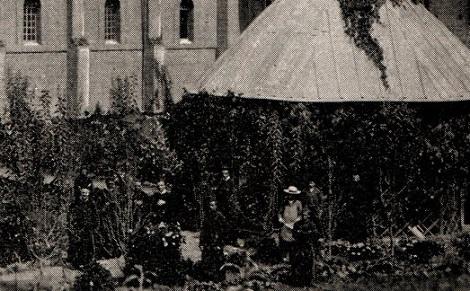 Riobamba (Ecuador) 1893. La Chiesa S. Alfonso con l'interno del cortile della Comunità. Qui morì  il P. Jules Maldonado.