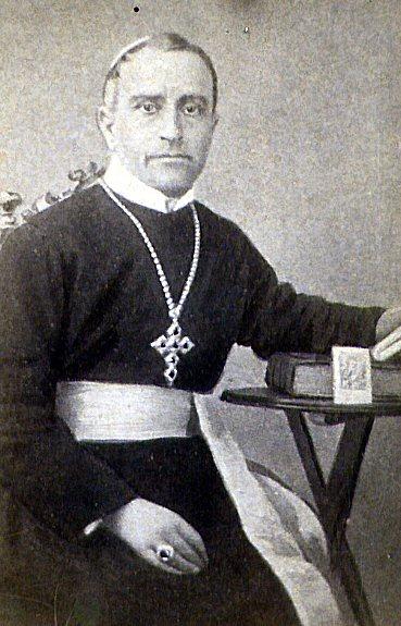 Ritratto di Mons. Ottavio Rosario Sabetti, nativo pugliese e vescovo coadiutore di Teano per soli 6 mesi: uomo colto e pieno di spirito, aveva avuto due zii Padri redentorista. Una attacco violento di polmonite lo stroncò a 47 anni.