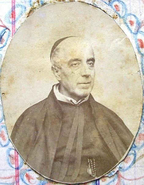 Ritratto fotografico del P. Nicola Salzano, nativo di Cava dei Tirreni. Egli fu un uono coltissimo e fu il primo Padre Provinciale di Napoli, dopo che nel 1872 avvenne l'unificazione del titolo di Rettore Maggiore di tutta la Congregazione nella persona del P. N. Mauron.