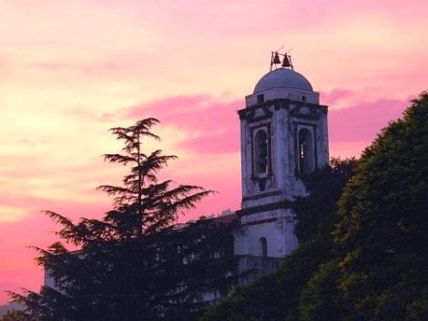 Ogliara (SA). L'antico campanile, simbolo della cittadina. Fu patria del redentorista P. Michele Balestrino, che vi morì nel 1885.