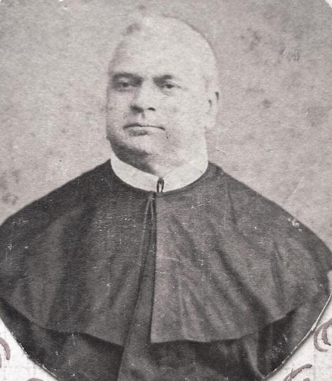 Ritratto del P. Raffaele De Blasio che, insieme al fratello sacerdote P. Salvatore De Blasio, proveniva da Salvitelle (SA). Stimato e apprezzato da tutti subì una tragica fine, perché un servo di famiglia, nel tentativo di derubarlo, giunse ad ucciderlo nel 1895.