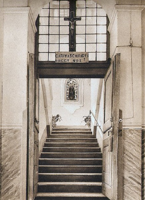 Pagani (SA). Antica foto della scala d'ingresso della Casa redentorista prima dell'attuale sistemazione. P. Giovanni Petitto, redentorista originario di Pagani, morì in questa Casa nel 1893.