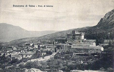 Valva, in provincia di Salerno, in un'antica cartolina degli anni Venti. Fu la patria del P. Carmelo Alfano che vi ritornò a seguito della soppressione e nel 1893 vi concluse la vita terrena. Di Valva furono almeno altri tre Redentoristi.