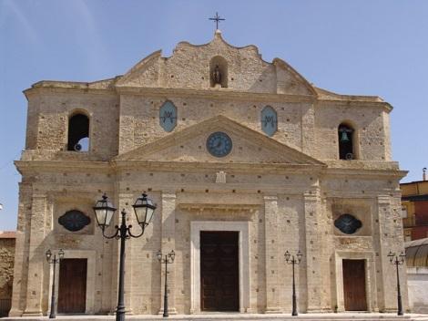 Cutro (KR), Chiesa Collegiata Matrice. Tra i Redentoristi originari di Cutro di nome Montalcini ci furono i Padri Annibale Montalcini, vescovo (1797-1862), Orazio Montalcini e Nicola Montalcini (nato nel 1806, dispensato nel 1833).