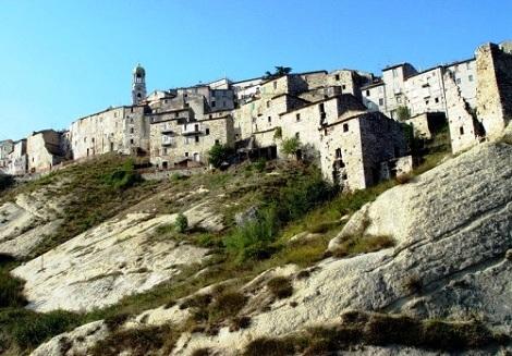 Ripalimosani (CB)- Un paese sulla roccia. Patria del redentorista Giuseppe Marinelli, che vi morì nel 1900.