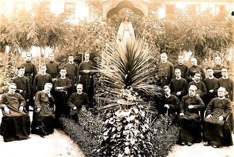 La Comunità di Santiago del Cile nel 1901. Uno dei Padri potrebbe essere il P. Alberto Gallet, che mori in questa comunità nel 1907.