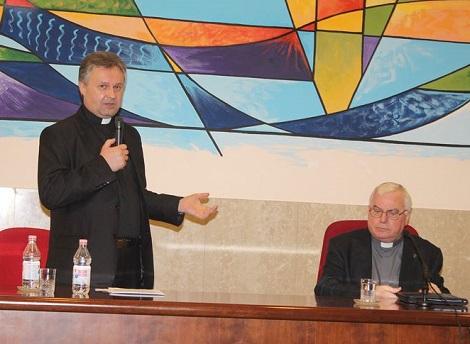 Il Preside dell'Accademia Alfonsiana, P. Andrea Wokka, redentorista, saluta l'illustre confratello P. Sabatino Majorano all'inaugurazione del corrente Anno Accademico.
