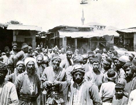 Aleppo, Siria 1922 - Arabi in agitazione. Tra queste gente venne inviato lo studente redentorista Jean Lombardo per il servizio militare; ma cadde malato e mori nel 1920.