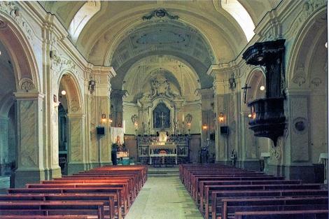 Teora (AV). Interno della chiesa di San Nicola prima del terremoto del 1980 che la danneggiò irreparabilmente. A Teora nacque il redentorista P. Giuseppe Iacangelo, che morì nel 1910.