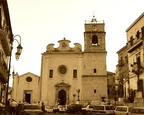 Candela (FG) Il Duomo. Paese con sensibili tracce di Redentoristi del passato e luogo gerardino ieri e oggi. Nel 1838 vi nacque il Fratello Pietro Panza, che morì a Materdomini nel 1925.