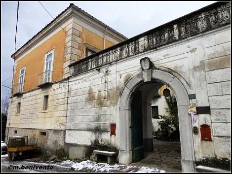 """Gaiano di Fisciano (SA) – Palazzo baronale Negri. – Un luogo """"redentorista"""" per aver dato i natali al P. Carmine Fiocchi, figura di rilievo tra i primi Redentoristi e del P. Orazio Guadagno che vi morì nel 1922."""