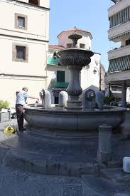 """Gragnano (NA), monumento della fontana. Quando nel 1859 vi nacque il Fratello Francesco Saverio Scarfato vi erano circa 60 pastifici. Fratello """"Ciccio Saverio"""" morì nel 1933."""
