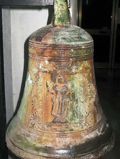 Materdomini (AV) - La campana che annunziò la morte del fratello Gennaro De Maria il 14 aprile 1919. Ora è tra i reperti del terremoto 1980.