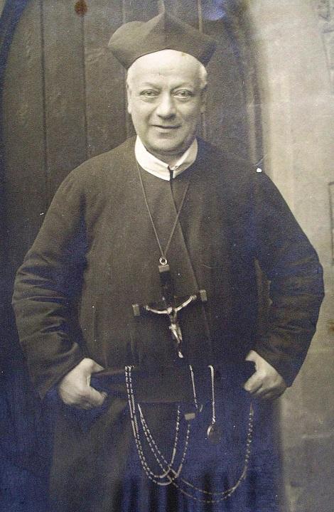 Ritratto fotografico di P. Luigi Palliola, originario di Nola, apprezzato missionario e uomo di belle iniziative. Morì in Inghilterra a Bishop Eton nel 1916.
