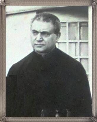 Fotografia di Fratello Francesco Talamo, originario di Positano. Aveva un grande amore per il decoro della chiesa, giungere a comprare con i suoi poveri mezzi tappeti e ornamenti. Morì nel 1926 a S. Angelo a Cupolo.