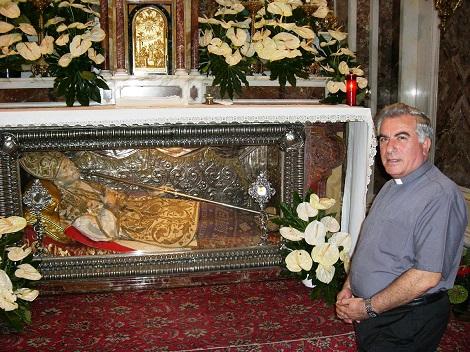 P. Giovanni Vicidomini è stato un custode premuroso delle reliquie di S. Alfonso nella Basilica e infaticabile promotore del suo culto tra relazioni di Archivio storico e Convegni culturali.