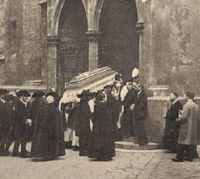 Il redentorista P. Wilhelm Raphael Janauschek, C.Ss.R. 1859-1926 della Provincia di Vienna in Austria. Otto anni dopo la sua morte (+ 30-Giu-1926) i suoi resti mortali furono traslati nella chiesa di Maria am Gestade, Vienna, il 15 aprile 1934. Oggi è Venerabile Servo di Dio e si attende la sua beatificazione.
