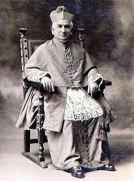 Il vescovo redentorista Mons. Prudencio Contardo Ibarra, C.Ss.R. 1860-1950, nativo del Cile, della Vice-Provincia del Pacifico). Si distinse per il suo zelo missionario e fu il primo vescovo della nuova diocesi di Temuco.