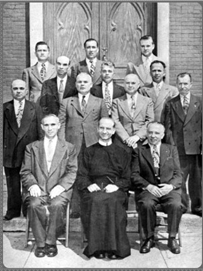 Il redentorista P. Stefan Josyp Bachtalowsky, C.Ss.R. 1889-1984 – Canada, della Provincia Flandrica in Belgio, con il comitato parrocchiale della chiesa di San Giovanni Battista in Newark-USA.