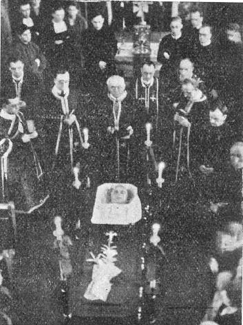 Il belga P. Albert Delforge (1885-1935), missionario in Canada, per salvare la vita del suo superiore P. Ivan (John) Bala, si frappose tra lui e l'attentatore, cadendo vittima di uno sparo alla testa il 21 marzo 1935. Molto solenni furono i funerali.