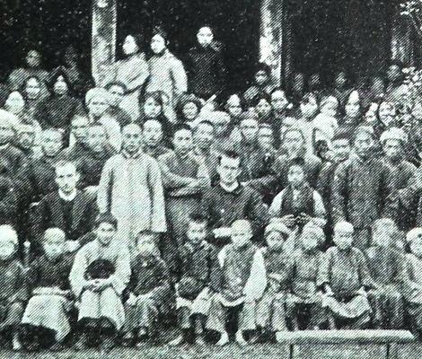 Nessuna foto del redentorista Fratello Santos Cavero Miguélez C.Ss.R. 1900-1932 Spagna, della Provincia di Madrid. Un fratello laico come San Gerardo, esempio e ammirazione per tutti i confratelli anche sacerdoti. Preziosissimo nella missione di Cina, dove fu il fratello laico a morire. La foto mostra una Comunità redentorista cinese degli anni '30.